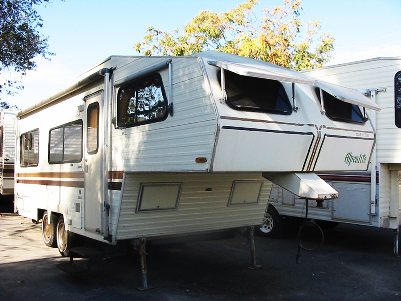The Alpenlite 5th wheel